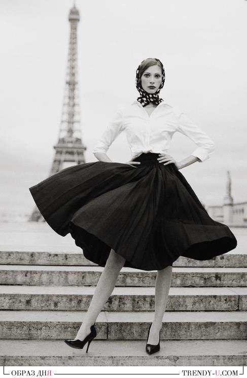 Пышная черная юбка и белая блузка