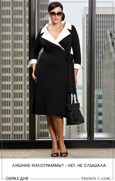 Полная красотка в черном маленьком платье