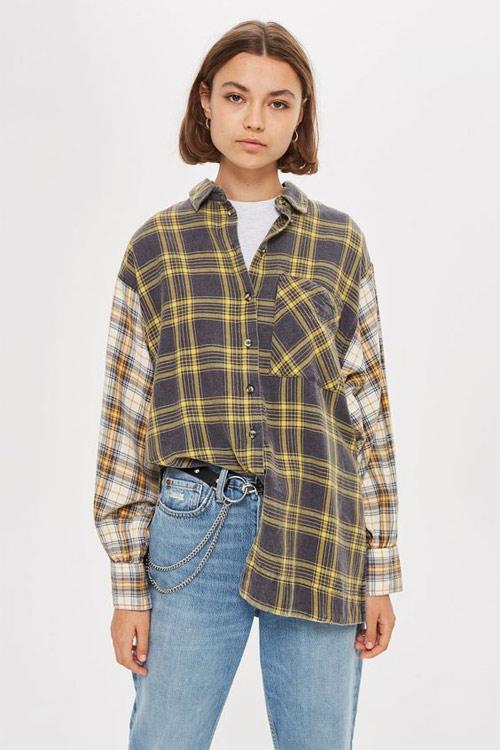 Многослойный образ: футболка, рубашка, джинсы