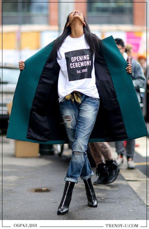 Модные образы 2016: рваные джинсы, футболка, пальто