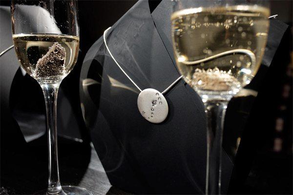 Серебряный кулон от украинского бренда Ювелирная кондитерская в коллаборации с Игорем Пинигиным