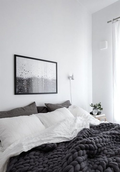 Оттенки серого в спальне