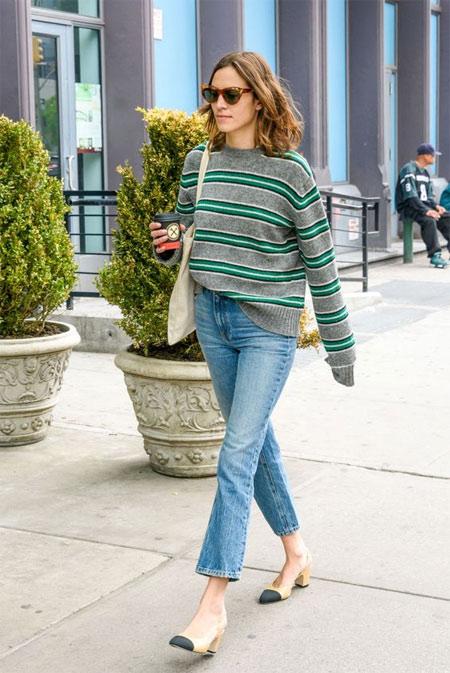 Чиносы в сочетании со свитером