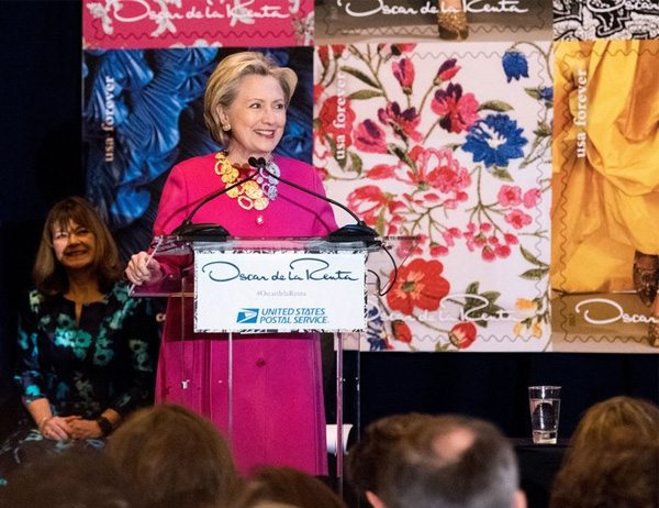 Хиллари Клинтон в жакете самого модного цвета весны и лета 2017