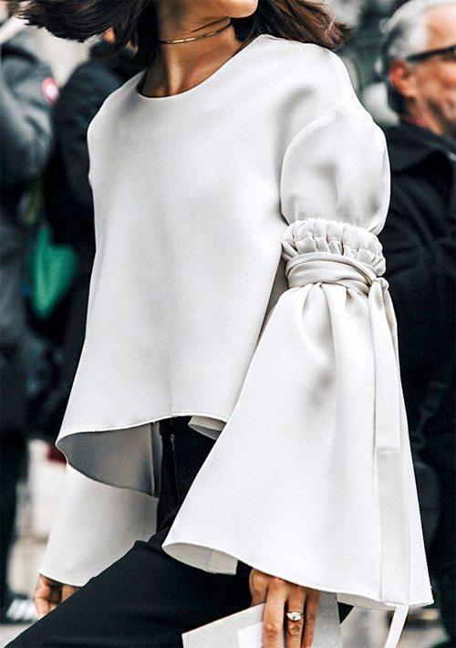 5a7390e922f Тренд 2018  блузка с широкими рукавами. Как носить и где купить ...
