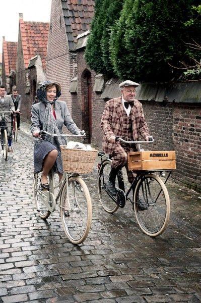 Пенсионеры ездят на велосипедах
