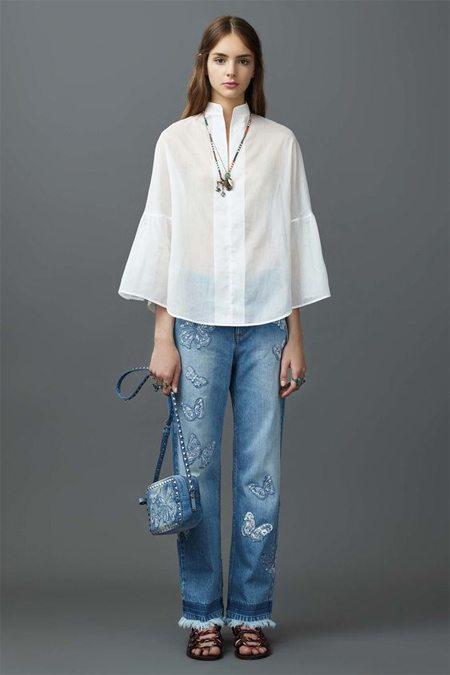 Блузка их хлопка в сочетании с джинсами. Valentino Resort 2018