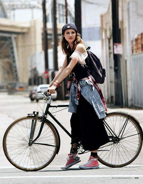 Кеды на велосипедистке. Да, бывает и так
