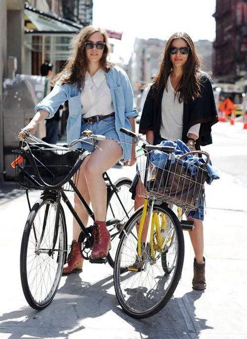 Уличные модницы и спортсменки