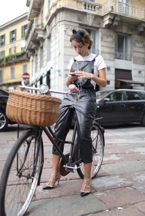 Модница и велосипедистка