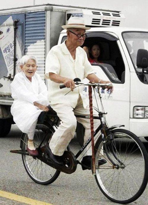Пенсионеры на велосипеде