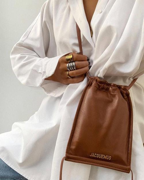 Белая сумка и коричневая сумка-мешок