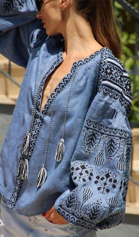 Голубая сорочка в украинском народном стиле