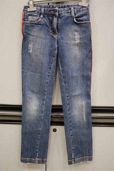 Детские джинсы в идеальном состоянии в комиссионном магазине