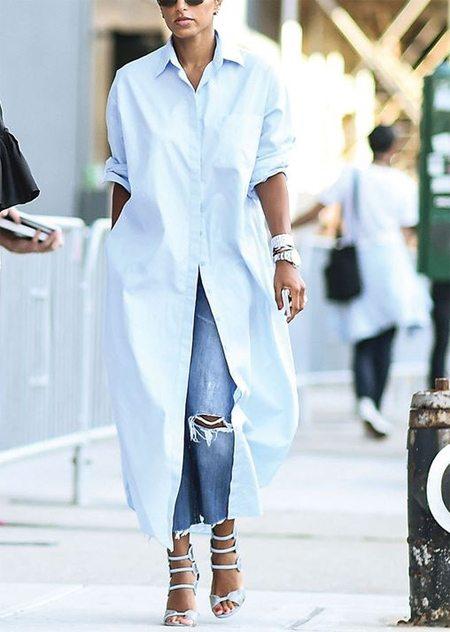 Рваные джинсы и платье-рубашка. И еще босоножки на каблуке