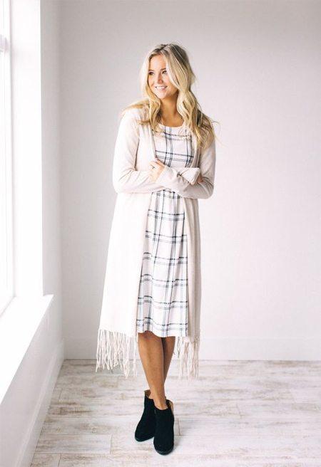 Клетчатое платье-рубашка и длинный кардиган