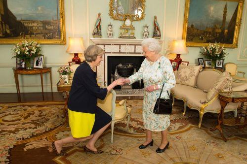 Даже на прием к королеве Мэй пришла в любимых анималистических балетках