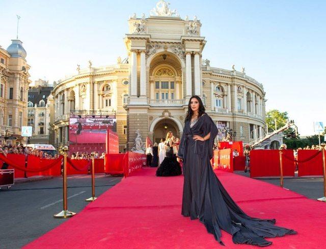 Певица Джамала удивила всех своим экстравагантным платьем