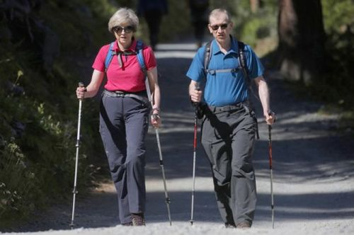 Тереза и ее муж Филипп на прогулке