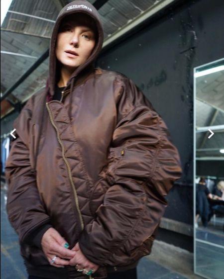 Фанаты Ренаты Литвиновой не узнали ее в объемной куртке Vetements