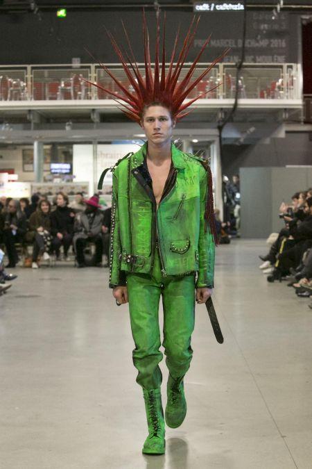 """Модная мужская одежда от Vetements осень-зима 2017-2018. Подходит для образа """"панк"""""""
