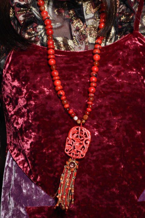 Anna Sui и изящное этническое украшение