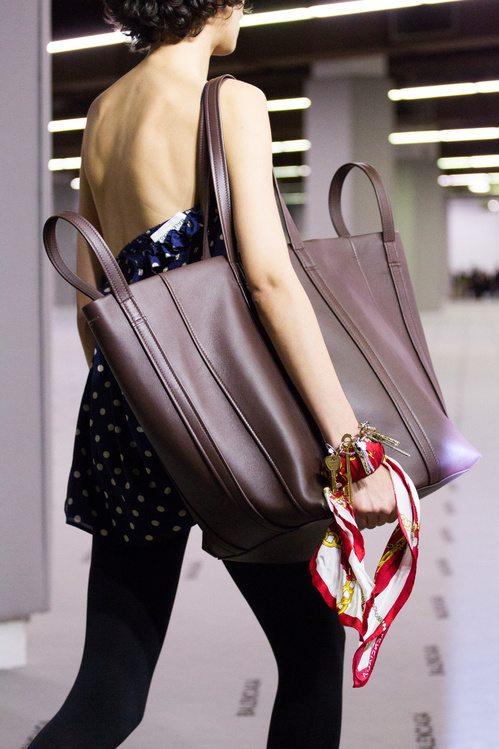 В предстоящем сезоне украшения не смогут затмить разве что только такую сумку