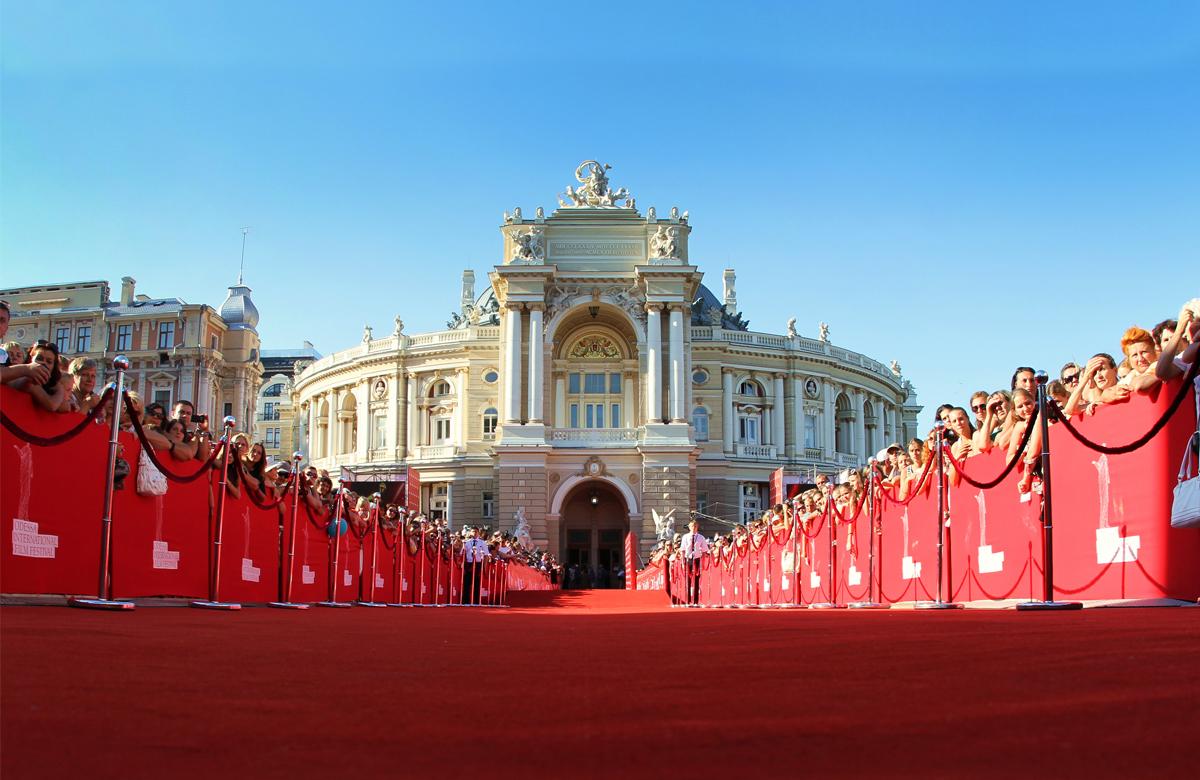 Одна из главных локаций ОМКФ - театр оперы и балета