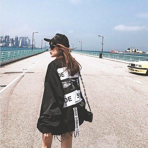 Городская модница в куртке оверсайз от Vetements