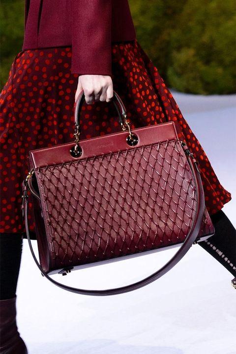 Бордовая сумка в стиле ретро от Altuzarra осень-зима 2017-2018