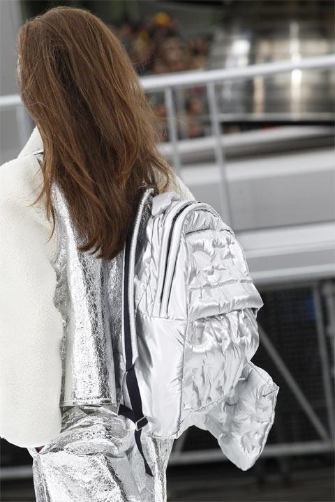 Модный рюкзак цвета металлик Chanel осень-зима 2017-2018