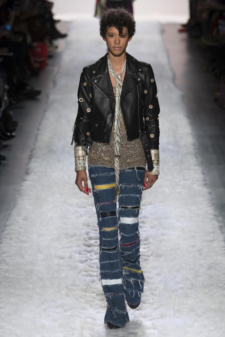 Рваные джинсы из осенне-зимней коллекции Джереми Скотт 2017-2018