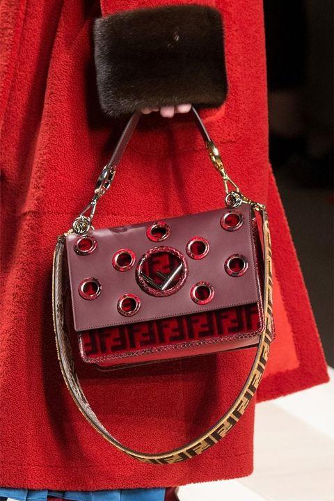 Модная сумка красного цвета от Fendi осень-зима 2017-2018