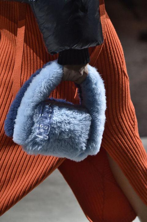 В моде меховые сумки