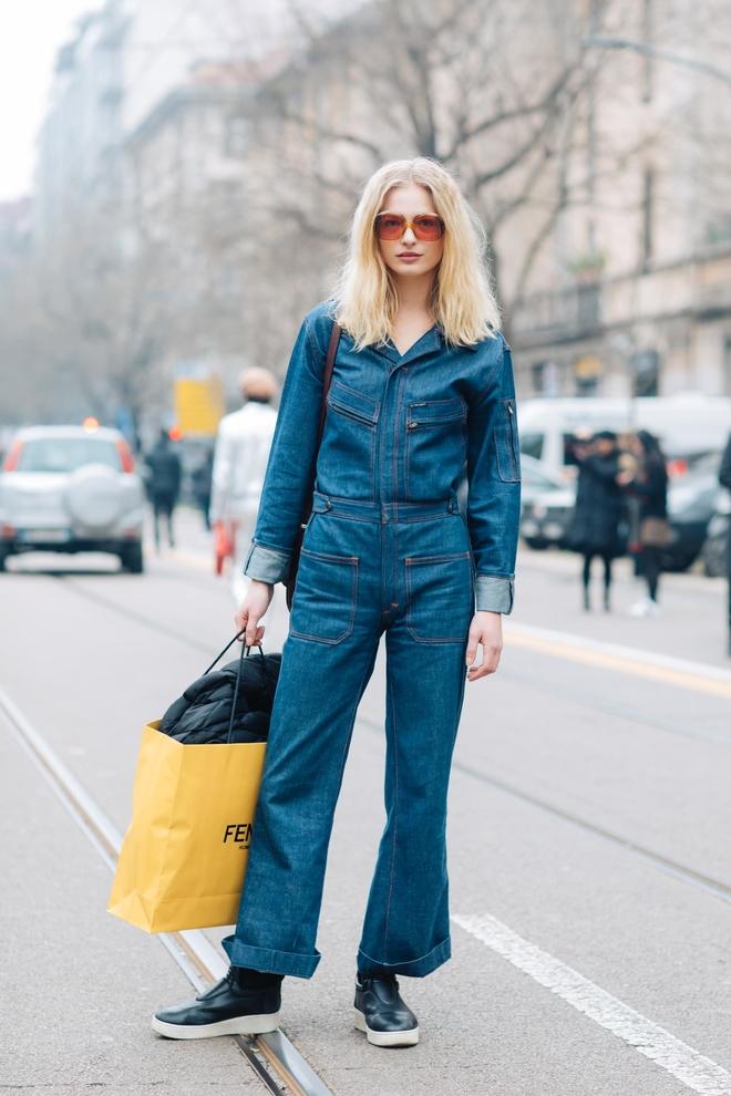 Модный джинсовый комбинезон 2017-2018