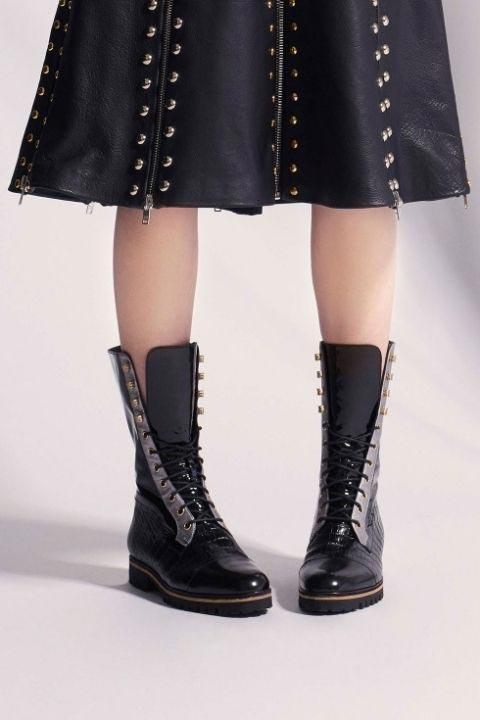 Ботинки со шнуровкой на низком ходу мы увидели во многих коллекциях FW 2017-2018