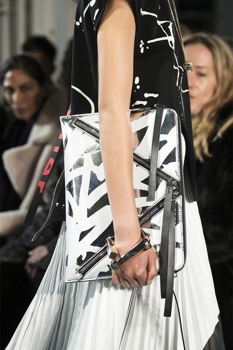 Белая сумка с абстрактным притом Proenza Schouler FW 2017-2018