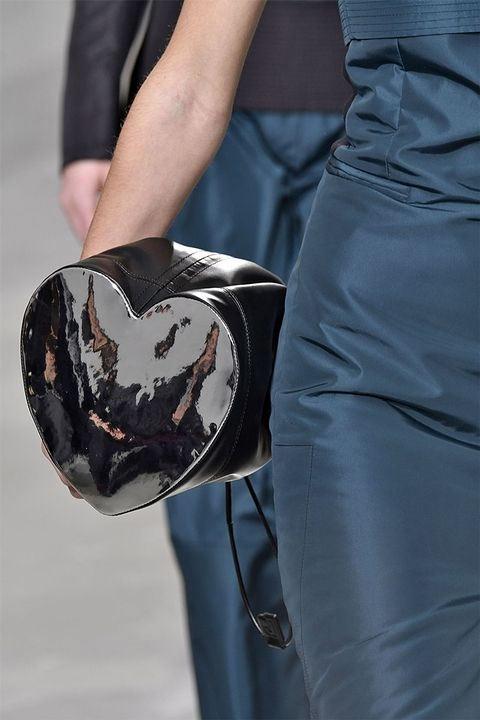 Модная сумка в виде сердца Paco Rabanne для сезона осень-зима 2017-2018