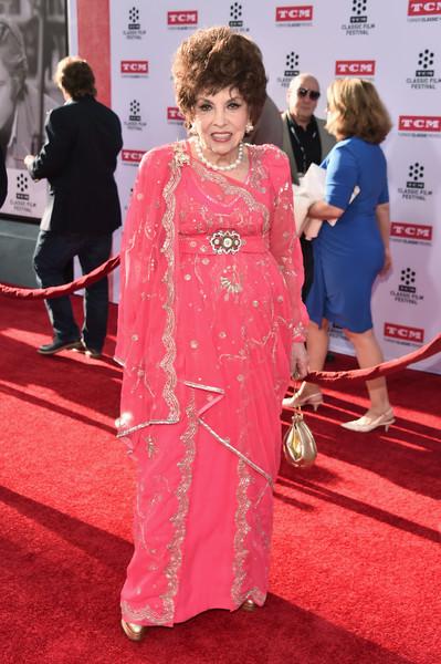 Джина Лоллобриджида в 2016 году. Кто сказал, что розовый только для молодежи?