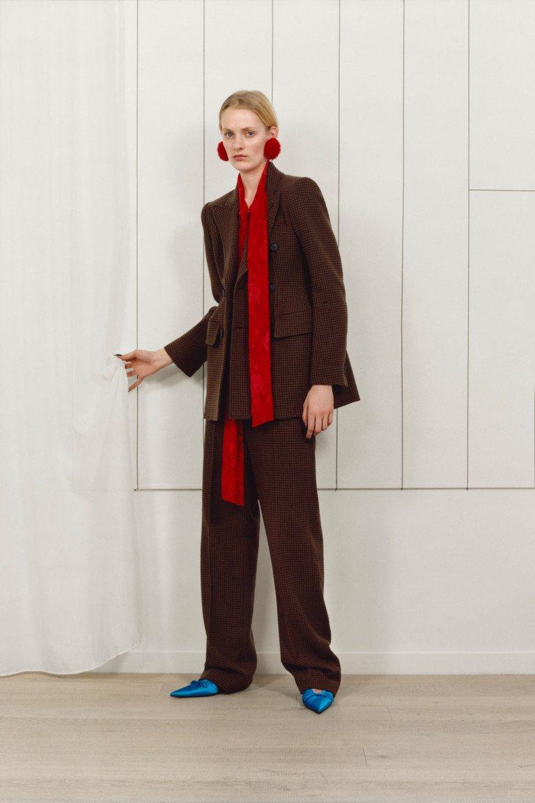 Balenciaga предлагает свой вариант делового костюма