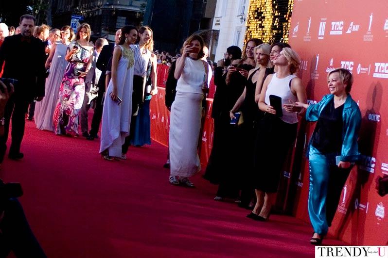 Гости OIFF на красной дорожке Оперного театра