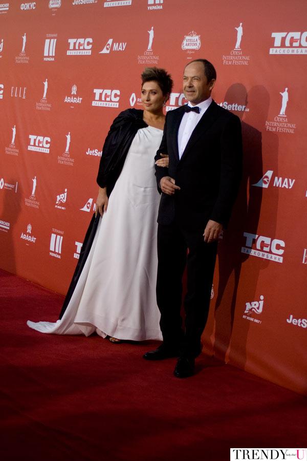 Генеральный директор Одесского кинофестиваля Виктория Тигипко с мужем Сергеем Тигипко. Платье - украинский бренд LITKOVSKAYA