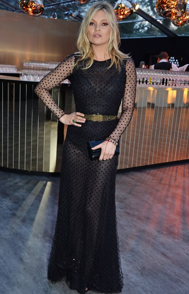 Полупрозрачное черное платье Кейт Мосс