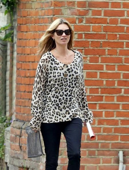 Свободный свитер в леопардовую расцветку - выбор Кейт Мосс