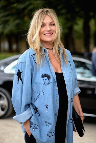 Кейт Мосс в рубашке, посвященной Элвису Пресли