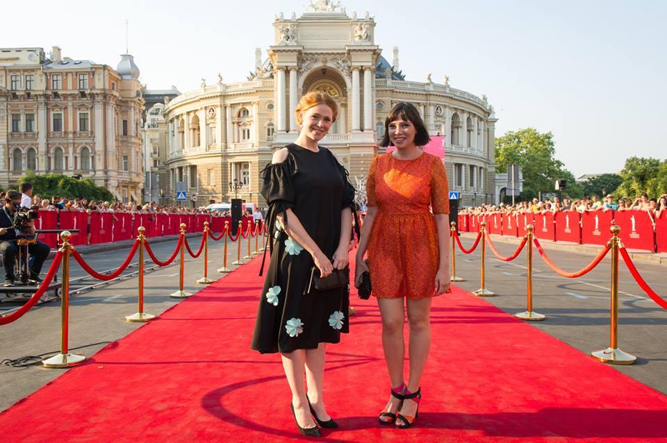 Актриса Екатерина Молчанова тоже выбрала черный цвет
