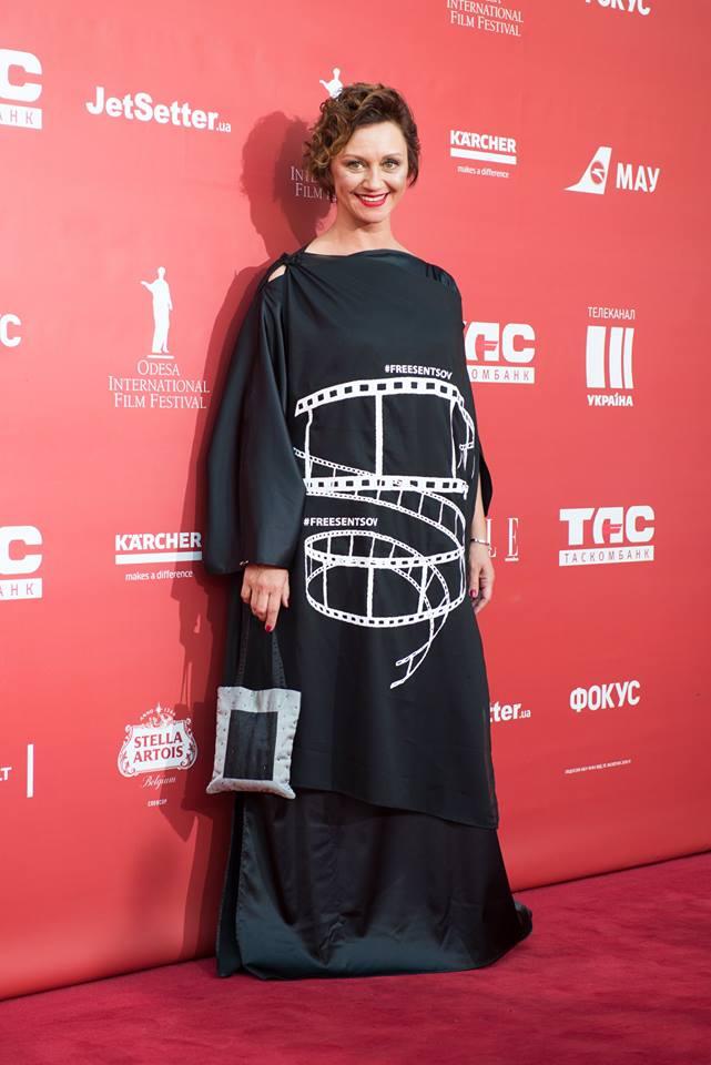 Вот так выглядит платье Риммы Зюбиной