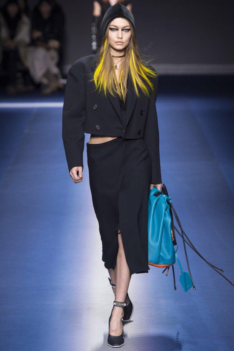 Укороченный черный жакет от Versace