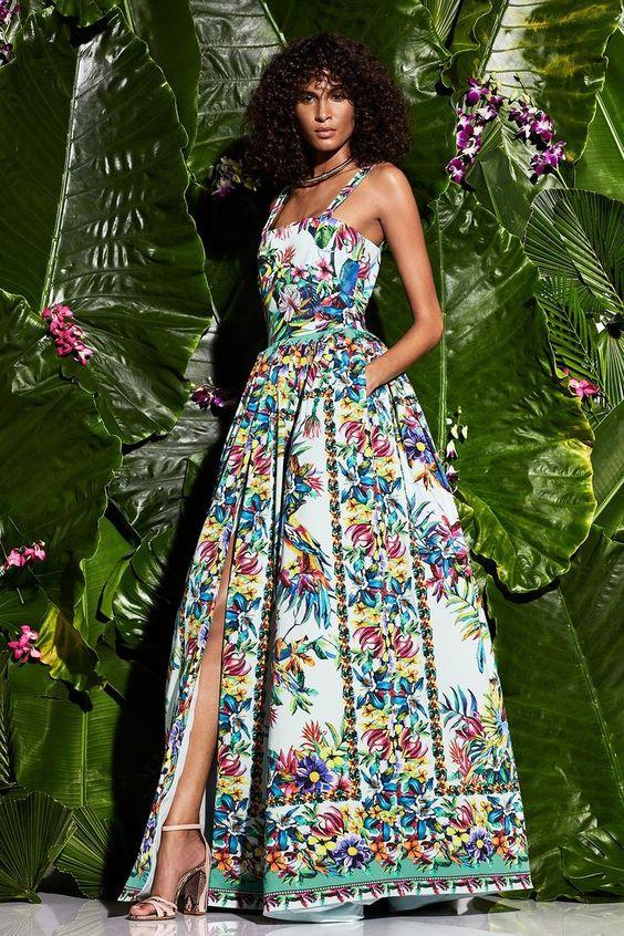 Не бойтесь выбирать для отдыха на природе роскошные платья. Модель от Zuhair Murad