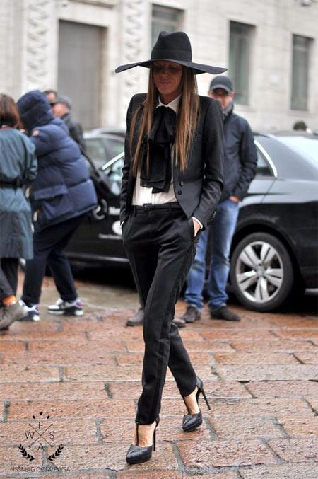 АдР в деловом черном костюме